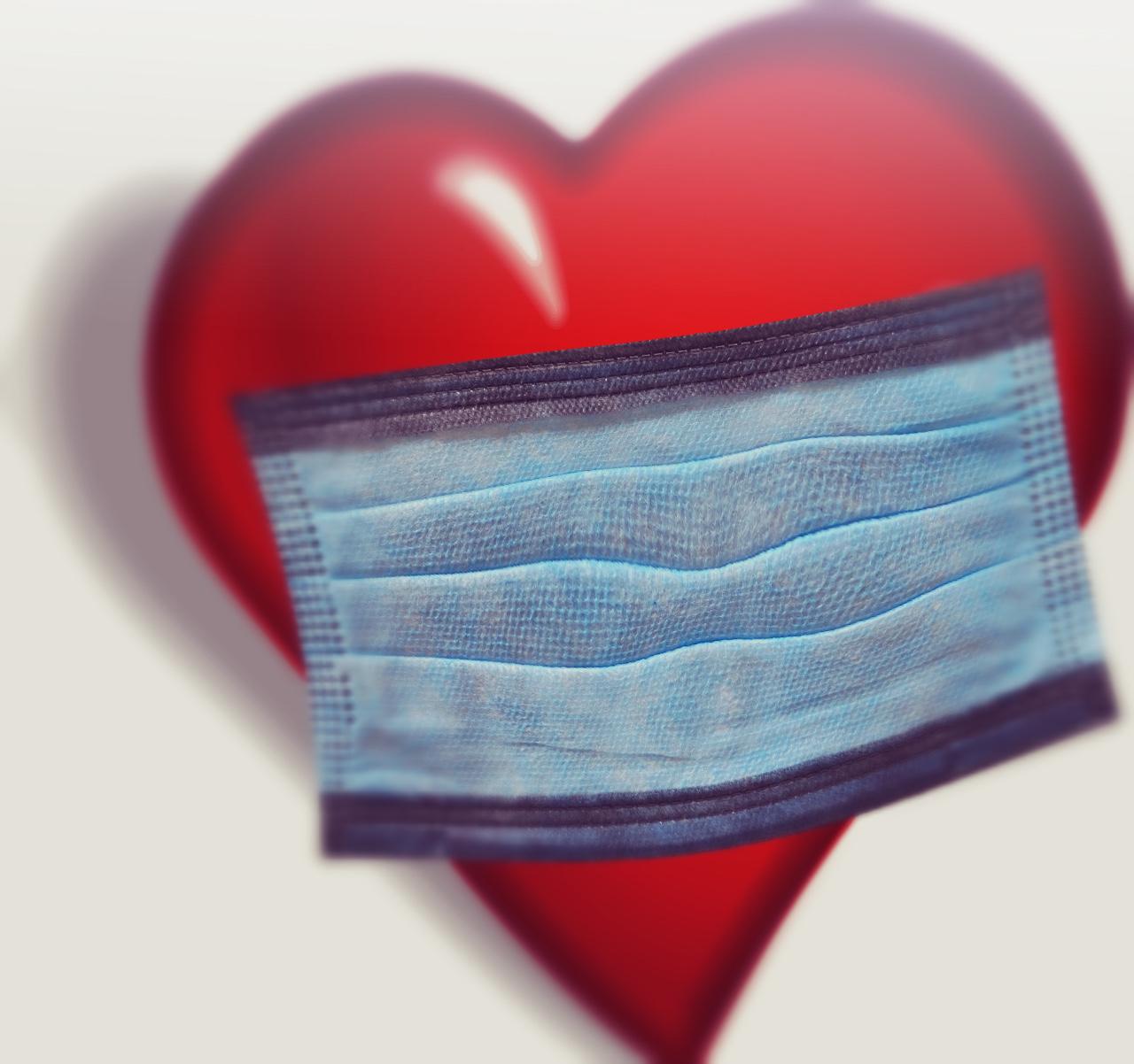 Una mascherina al cuore